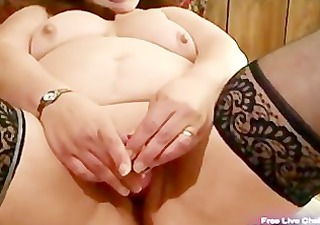 mature big beautiful woman bonks her chubby pussy