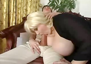 mature bbw bonks a skinny pounder