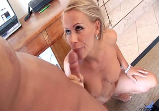 milfy blonde mom at home flaunting her ass